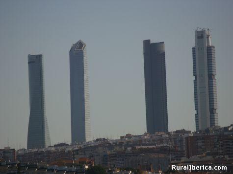 Los cuatro enanitos. Madrid - Madrid, Madrid, Madrid