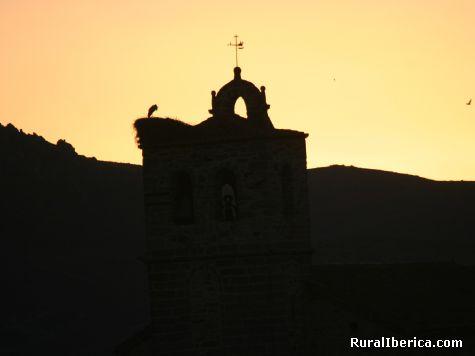 SILUETA DE LA TORRE ANTES DE SALIR EL SOL EN SAN MARTIN DE LA VEGA DEL ALBERCHE - SAN MARTIN DE LA VEGA DEL ALBERCHE, Ávila, Castilla y León