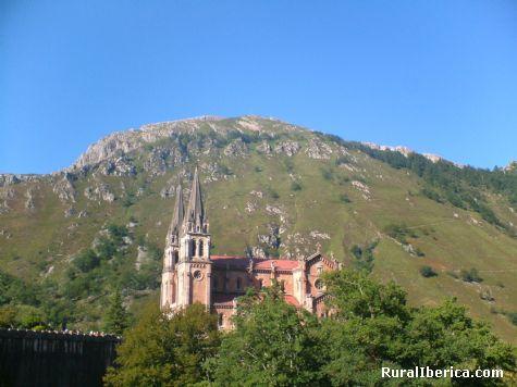 Basílica de Covadonga. Covadonga, Asturias - Covadonga, Asturias, Asturias