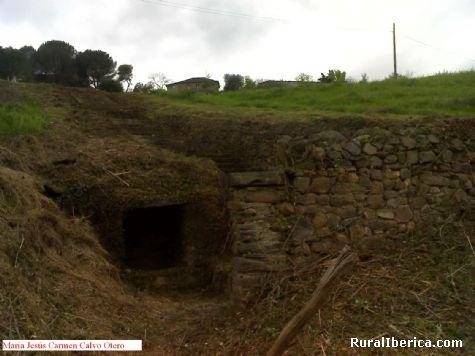Antigüa fuente en recuperación. Santa María de Mones, Orense - Santa María de Mones, Orense, Galicia