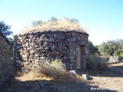 Está en UTM X737130.9 Y4446510.79 - Santibañez el Bajo, Cáceres, Extremadura