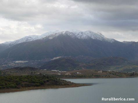 Pantano de La Viñuela a los pies de Sierra Tejeda - La Viñuela, Málaga, Andalucía