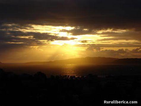 posta do sol en cabo home - cangas, Pontevedra, Galicia