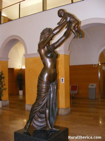 La dona y el nen, Hospital San Juan de Reus - Reus, Tarragona, Cataluña