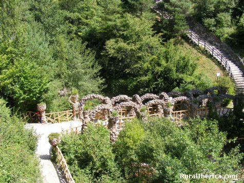 Jardines Artigas, de Gaudi. La Pobla de Lillet, Barcelona. - La Pobla de Lillet, Barcelona, Cataluña