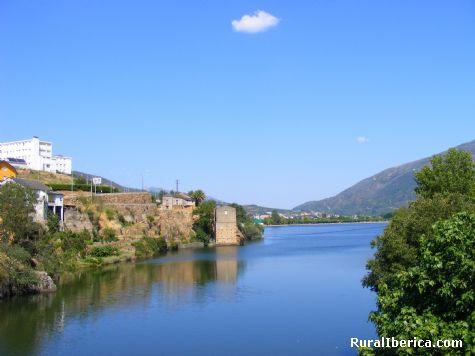 Embalse de San Martin visto desde el puente de la Cigarrosa. Petín, Ourense - Petín, Orense, Galicia
