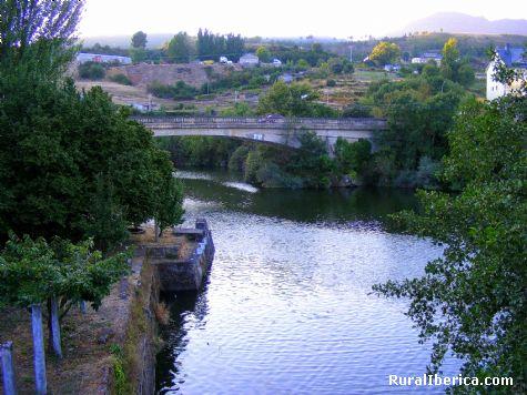 Puente nuevo desde el puente de la Cigarrosa. Petín Ourense - Petín, Orense, Galicia