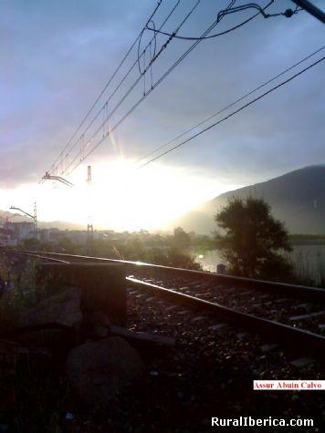 la primera luz del día sobre A Rúa - A Rúa, Orense, Galicia