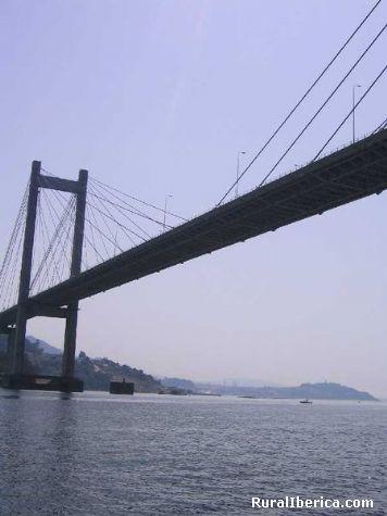 Ponte de rande en Vigo sobre a Ría. Vigo, Pontevedra - Vigo, Pontevedra, Galicia