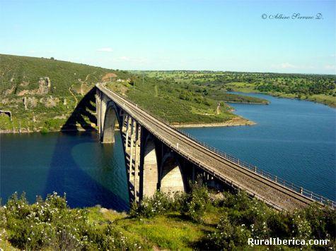 Viaducto Martin Gil (Termino de Manzanal del Barco) - Manzanal del Barco, Zamora, Castilla y León