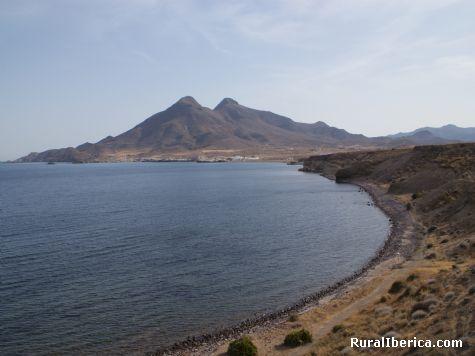 La Isleta del Moro bajo los volcanes (Cabo de Gata) - La Isleta del Moro, Almer�a, Andaluc�a