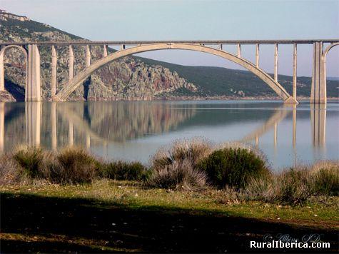 Viaducto Martin Gil embalse del Esla  - Manzanal del Barco, Zamora, Castilla y Le�n