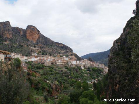 Entre montañas. Ayna, Albacete - Ayna, Albacete, Castilla la Mancha