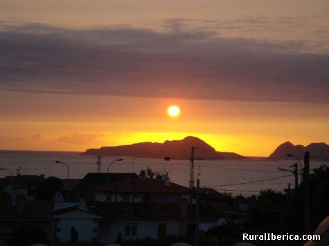 O astro rey sobre as illas cies ria de vigo - vigo, Pontevedra, Galicia