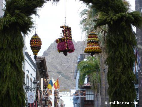 Arco para la bajada del trono. Puntallana, Isla de La Palma - Puntallana, Santa Cruz de Tenerife, Islas Canarias