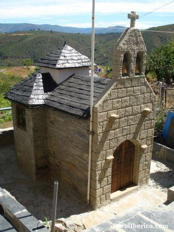 Replica da Igrexa das encineiras construida por Vicente blanco - quiroga, Lugo, Galicia