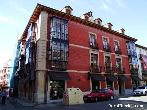 Edificio singular en la Plaza del Conde - León, León, Castilla y León