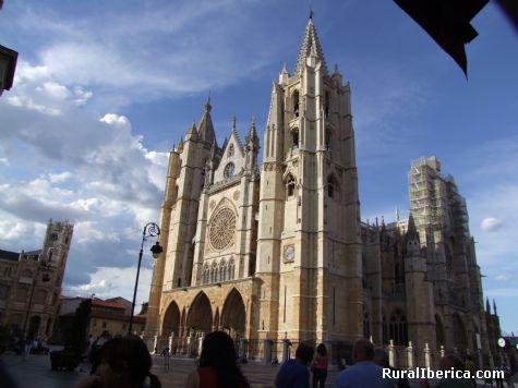 La CATEDRAL de las catedrales góticas. - León, León, Castilla y León