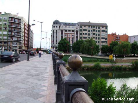 Sobre el Puente de Los Leones - León, León, Castilla y León