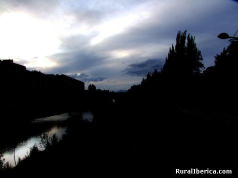 Anochecer sobre el Bernesga - Le�n, Le�n, Castilla y Le�n