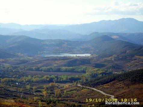 Lago de Carucedo, visto desde el castillo de Cormatel - Carucedo, León, Castilla y León