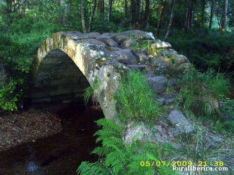 Puente medieval en Xu�o - Xu�o, La Coru�a, Galicia
