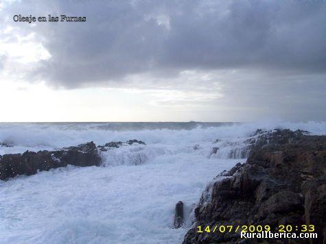 Mar embravecida en las furnas - Xuño, La Coruña, Galicia