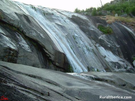 Las pozas del r�o Cerves, un lugar increible - MELON, Orense, Galicia