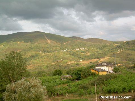 Mones y Santa María al pie de la montaña - Petín, Orense, Galicia