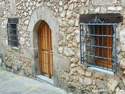 Fachada t�pica restaurada. Losar de la Vera, C�ceres - Losar de la Vera, C�ceres, Extremadura