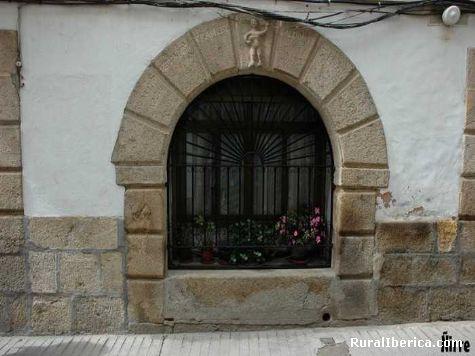 Ventana conn reja típica. Losar de la Vera, Cáceres - Losar de la Vera, Cáceres, Extremadura