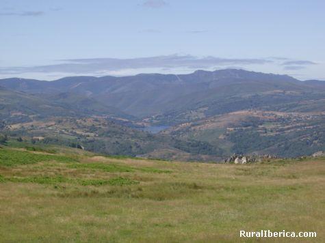 vista del envalse de CHANDREXA DE QUEIXA - Chandrexa de Queixa, Orense, Galicia