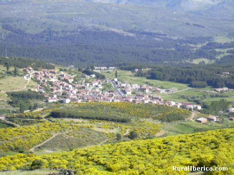 http://www.ruraliberica.com/archivo/fotos/Hoyos%20desde%20la%20dehesa%20junio%202006%20003.jpg