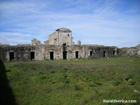 Real Fuerte de la Concepción: Patio de armas. Aldea del Obispo, Salamanca - Aldea del Obispo, Salamanca, Castilla y León