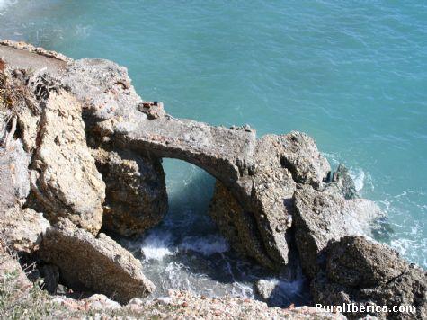 Puente en la roca. Nerja, Málaga - Nerja, Málaga, Andalucía