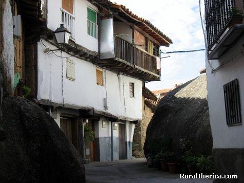 Casas entre riscos. Villanueva de la Vera, Cáceres - Villanueva de la Vera, Cáceres, Extremadura