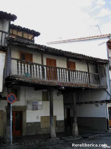 Balcones típicos - La plaza. Villanueva de la Vera, Cáceres - Villanueva de la Vera, Cáceres, Extremadura