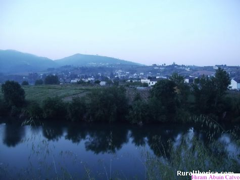 La Primera luz del d�a sobre Pet�n - PETIN, Orense, Galicia