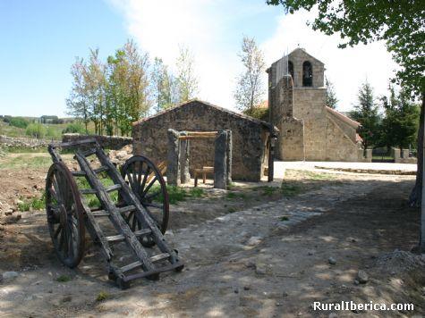 Iglesia, potro y carro. Barajas de Gredos, Avila - Barajas de Gredos, Avila, Castilla y León