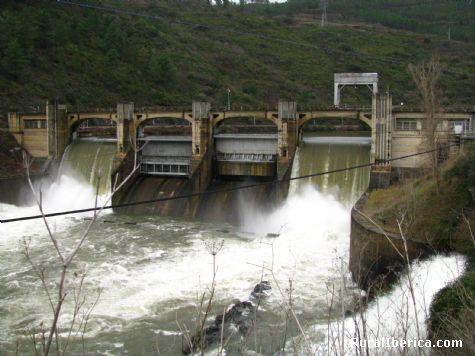 Presa de San Martiño rio Sil - San Martiño, Orense, Galicia