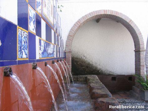Donde el agua brota por la gracia de Dios. Istán, Málaga - Istán, Málaga, Andalucía