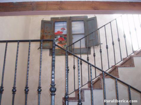 Gerani finestra Calacelia. Montgai, Lérida - Montgai, Lérida, Cataluña