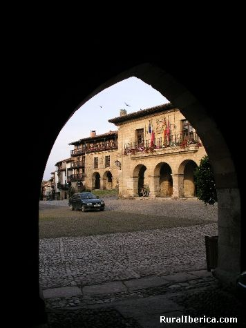 Plaza Mayor. Santillana del Mar, Cantabria - Santillana del Mar, Cantabria, Cantabria