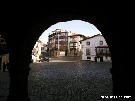 Plaza Mayor. Comillas, Cantabria - Comillas, Cantabria, Cantabria