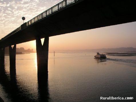 Atardecer en el puente. Somo, Cantabria - Somo, Cantabria, Cantabria