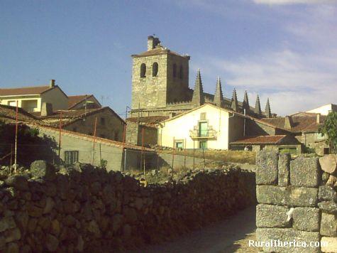 Vista de la Iglesia de Bonilla de la Sierra. Ávila - Bonilla de la Sierra, Ávila, Castilla y León