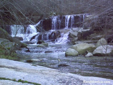 Cascadas en el Río Corneja. Ávila - Navacepedilla de Corneja, Ávila, Castilla y León