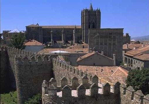 Las murallas y la Catedral - Ávila, Castilla y León