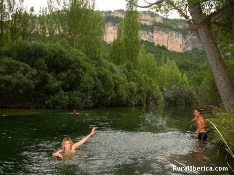 Peralejos y su piscina natural. Peralejos de las Truchas, Guadalajara - Peralejos de las Truchas, Guadalajara, Castilla la Mancha