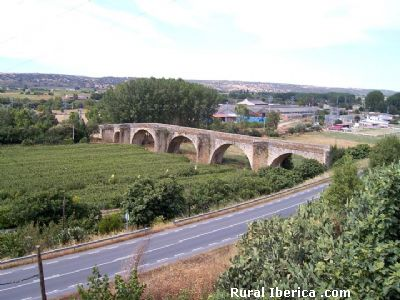 Puente de Piedra (sin río). Coria, Cáceres - Coria, Cáceres, Extremadura
